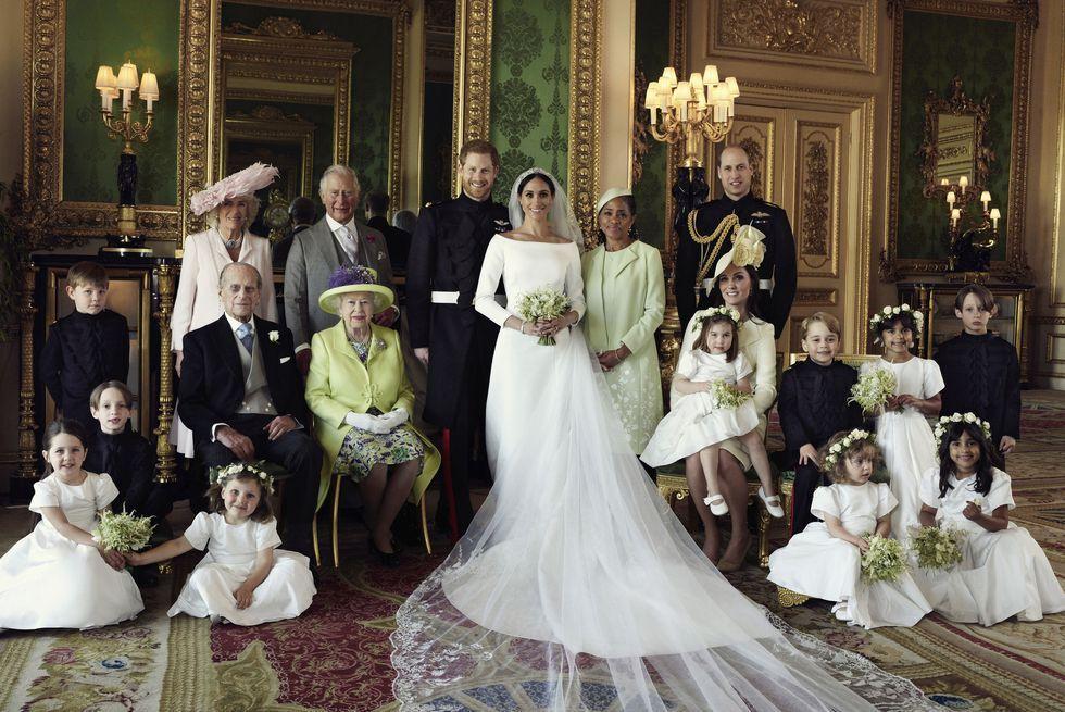 official-family-portrait-royal-wedding-2018-ap-1526917879.jpg