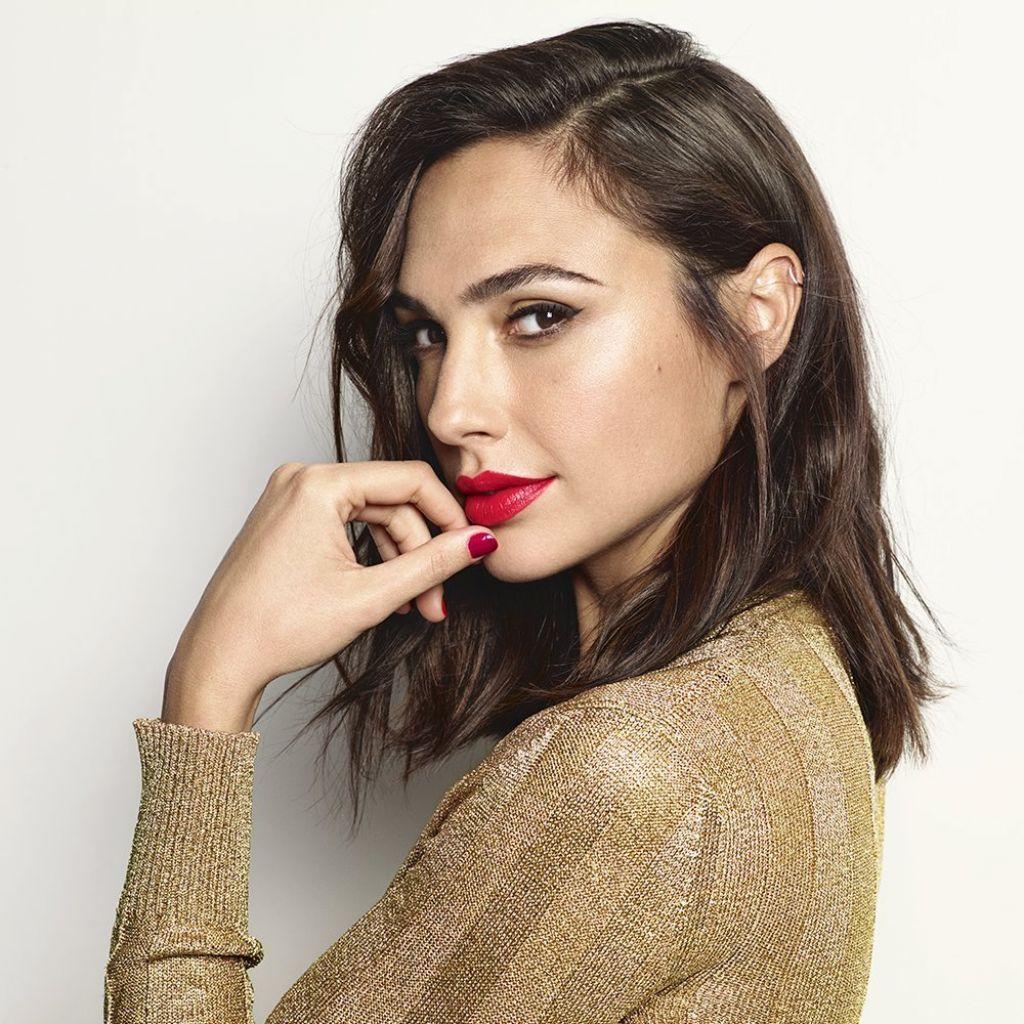 gal-gadot-photoshoot-for-revlon-russia-s-super-lustrous-lipstick-collection-2018-0.jpg