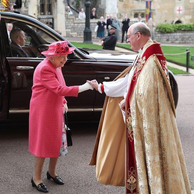 britains-queen-elizabeth-ii-and-britains-prince-philip-duke-news-photo-1144626757-1558183039.jpg