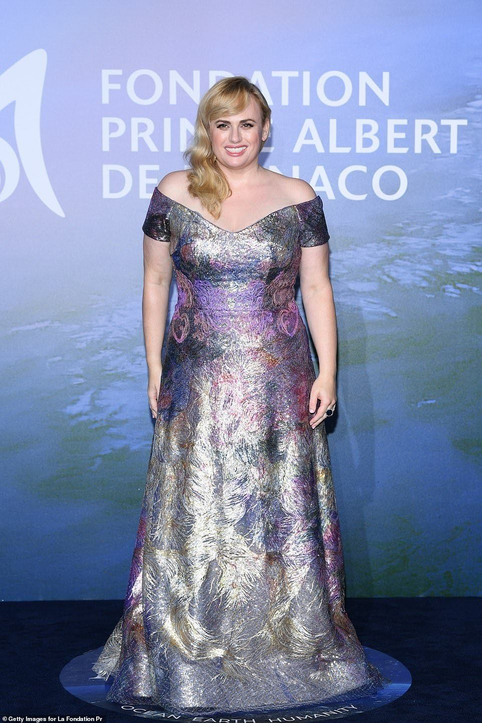 33584992-8769785-Transformed_Rebel_Wilson_also_showed_off_her_incredible_weight_l-a-102_1600973497028.jpg