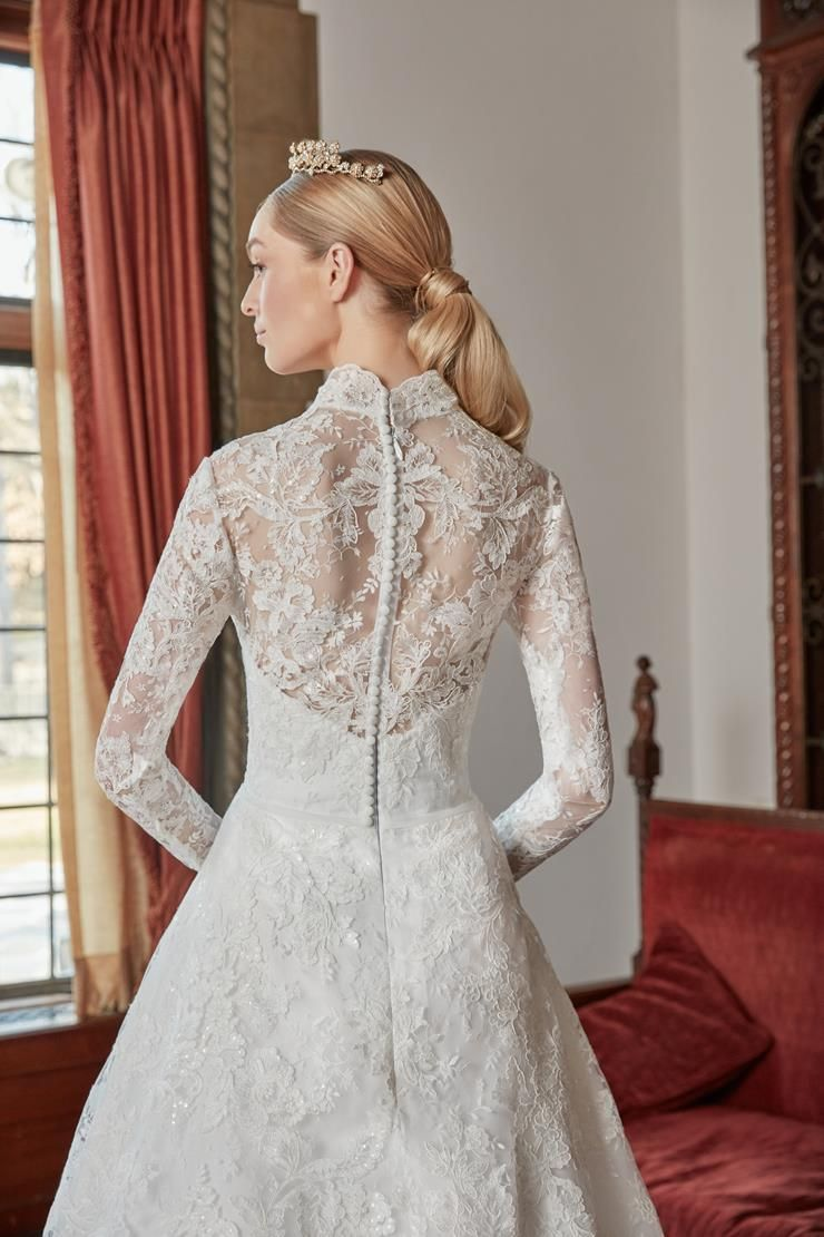fit_for_a_queen__back_close_up.740.jpg