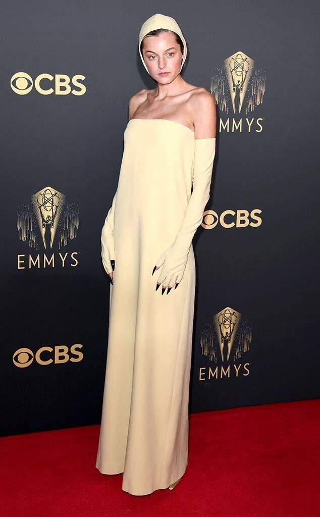 rs_634x1024-210919154230-634-Emma-Corrin-Emmys-Red-Carpet-2021.jpg