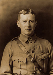 220px-John_McCrae_in_uniform_circa_1914.jpg