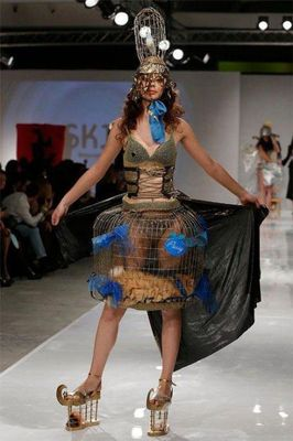 fashion_runway_clothing_that_is_weird_and_wacky_640_10.jpg