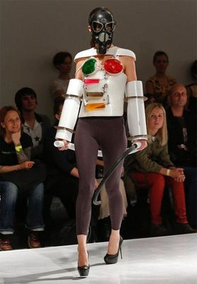 fashion_runway_clothing_that_is_weird_and_wacky_640_11.jpg