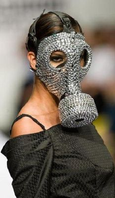 fashion_runway_clothing_that_is_weird_and_wacky_640_24.jpg