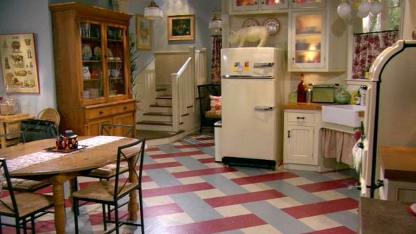 Hot-in-Cleveland-sets-kitchen-5.jpg