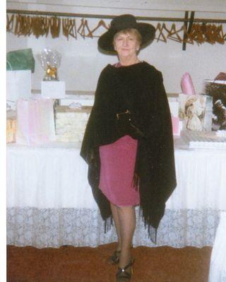 Lorraine@Stacy'sWedding1998?.jpg