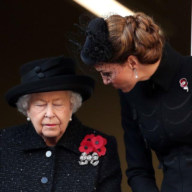 queen-elizabeth-ii-and-catherine-duchess-of-cambridge-news-photo-1573385451.jpg