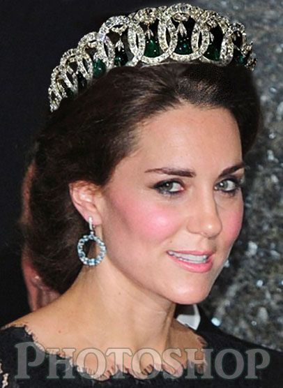 Queen's jewels on Kate 2.jpg