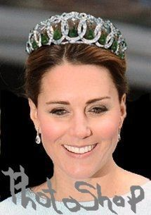 Queen's jewels on Kate 3.jpg