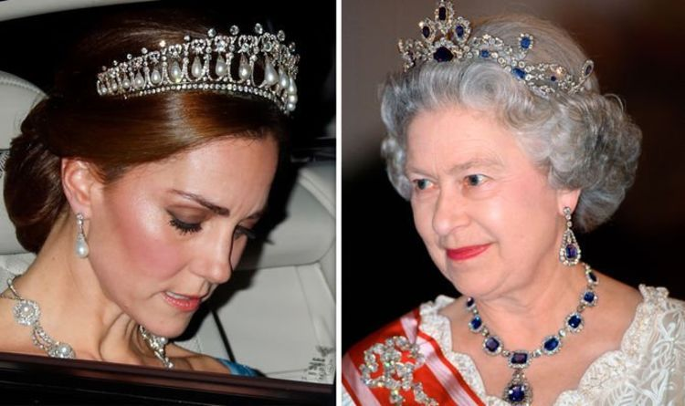 queen's jewels on Kate 4.jpg
